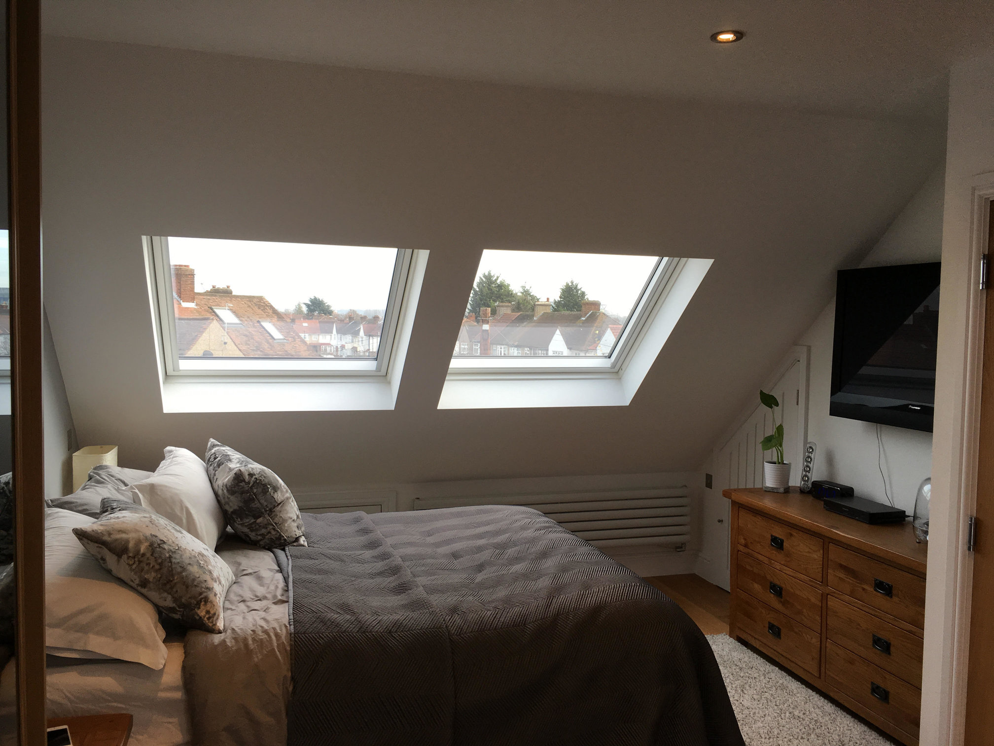 Hip to gable loft conversion with ensuite bedroom for Dormer bedroom designs